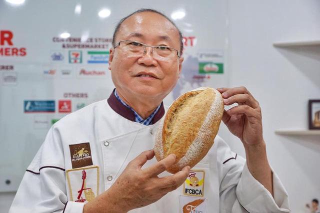 Vua bánh mì TP HCM tham gia giải cứu thanh long - Ảnh 2.