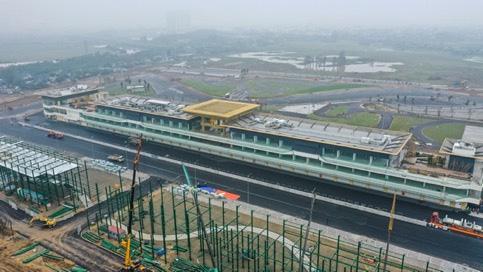 Chưa đầy 2 tháng nữa sẽ diễn ra chặng đua F1 Vinfast Vietnam: Tốc độ thi công thần tốc, Giám đốc đường đua F1 Michael Masi cũng phải bất ngờ - Ảnh 1.