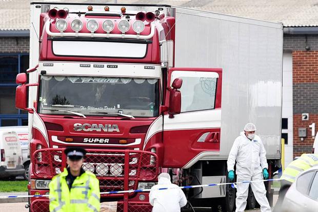Cảnh sát Anh thông báo nguyên nhân tử vong của 39 người Việt trong container: Do ngạt khí và quá nóng - Ảnh 1.