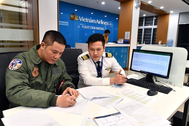 Cơ phó trẻ tuổi trong chuyến bay đưa 30 công dân từ Vũ Hán về nước: Đây là kỷ niệm tôi sẽ không thể nào quên trong suốt cuộc đời cầm lái của mình - Ảnh 1.