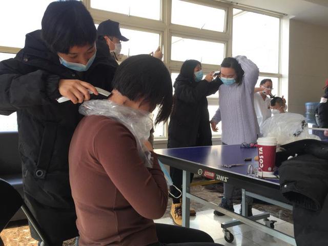 Lá thư xúc động của người dân gửi các y bác sĩ: Khi Vũ Hán bình yên, mời mọi người trở lại ngắm hoa, ăn đặc sản tôm hùm - Ảnh 2.