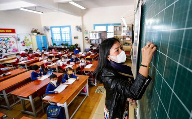 Hà Nội đề xuất cho học sinh nghỉ hè chỉ 35 ngày, nghỉ Tết một tháng và 2 kỳ nghỉ mỗi kỳ 2 tuần. - Ảnh 1.