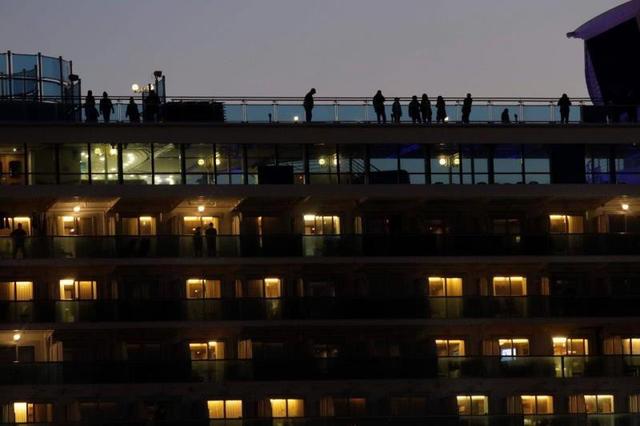 Bị cách ly vì virus Corona, Nhật Bản tặng 2.000 chiếc iPhone cho hành khách trên tàu Diamond Princess - Ảnh 1.
