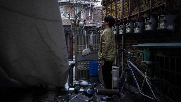 Nhà bán ngầm ở Seoul: Nơi người trẻ khom lưng mà sống, 'mùi của cái nghèo' rõ nhất vào hè nhưng họ vẫn từ chối biến thành 'ký sinh trùng' - Ảnh 5.