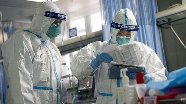 Hơn 3.000 nhân viên y tế Trung Quốc nhiễm Covid-19, đỉnh điểm lây nhiễm có thể vào ngày 28/1 - Ảnh 1.