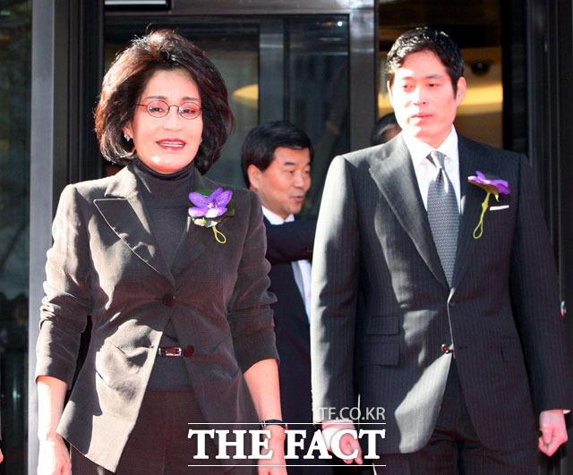 """Lee Myung Hee: Con gái út tài giỏi nhà Samsung, bà mẹ chồng từng khiến con dâu là cựu Hoa hậu Hàn """"lên bờ xuống ruộng"""" - Ảnh 4."""