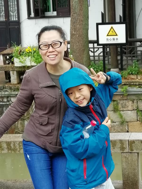 Bài văn xúc động của cậu bé lớp 6 kể chuyện mẹ đi Vũ Hán chống dịch: Cuộc sống sẽ tiếp tục, mẹ tôi sẽ chiến thắng và Vũ Hán sẽ an toàn trở lại  - Ảnh 1.