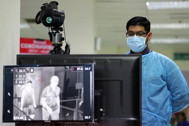 Bệnh nhân siêu lây nhiễm thực sự là gì và mối nguy họ mang lại khi dịch virus corona Covid-19 đang lây lan? - Ảnh 2.