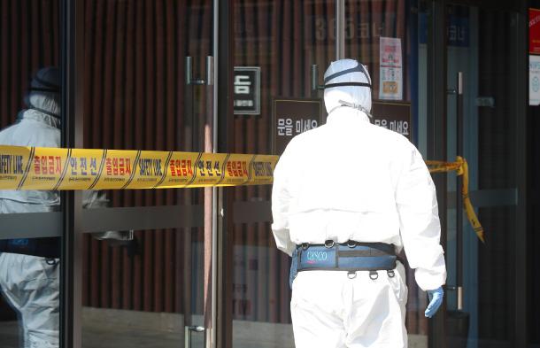 Toàn bộ hành trình đi lan truyền virus của bệnh nhân 31 siêu lây nhiễm ở Hàn Quốc, cư dân mạng bất bình gọi là bà cứng đầu - Ảnh 1.