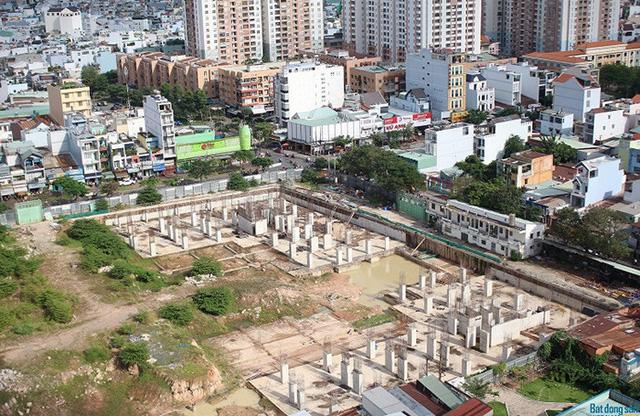 Giá chung cư tại TPHCM tăng nhanh gấp 7 lần Hà Nội, giá nhà ở riêng lẻ nhanh hơn 3 lần, vì sao doanh nghiệp BĐS phía Nam vẫn gặp khó? - Ảnh 1.