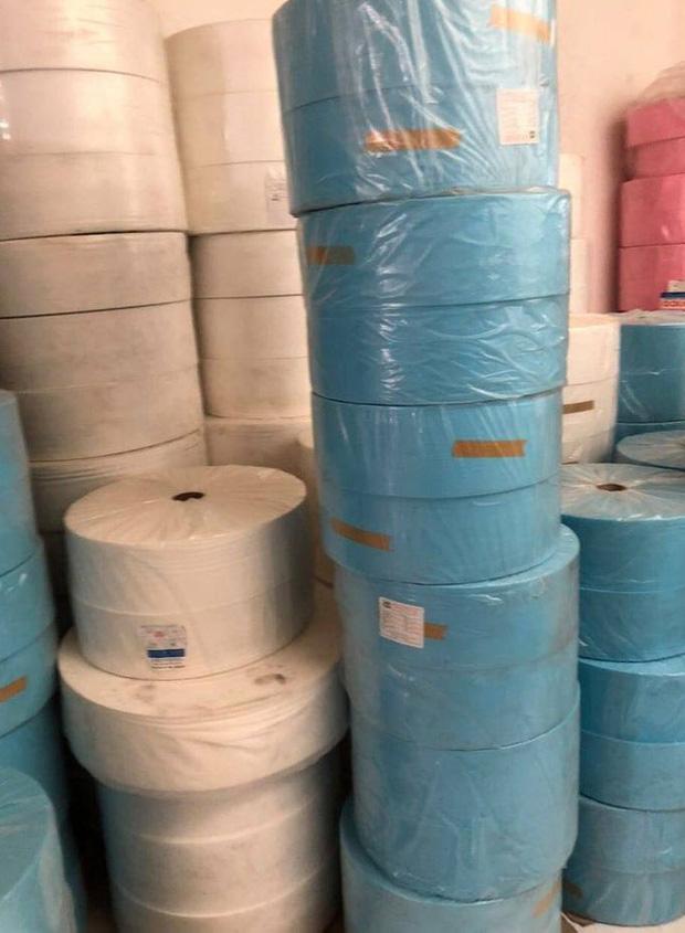 Phát hiện 6.000 khẩu trang tại cơ sở sản xuất khẩu trang y tế không phép - Ảnh 1.