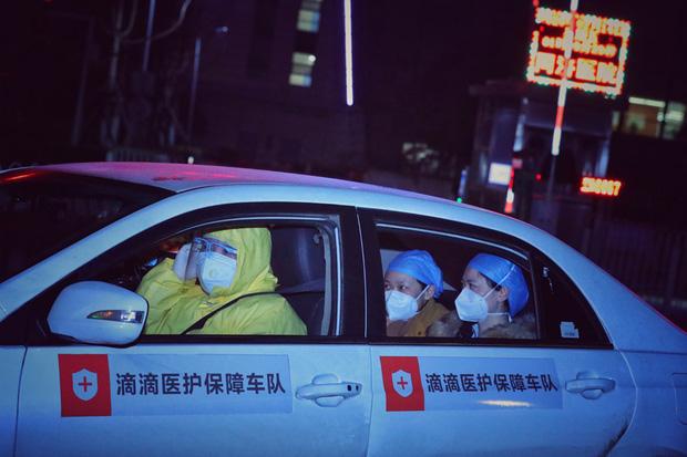Những chiến binh làm việc xuyên màn đêm để đánh thức Vũ Hán khỏi cơn hôn mê vì dịch virus corona - Ảnh 12.