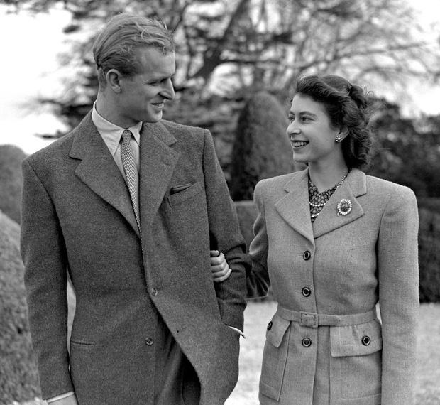 Cuộc hôn nhân đáng ngưỡng mộ giữa Nữ hoàng Anh với Hoàng tế Phillip và cách mà họ đã giữ lửa tình yêu suốt hơn 70 năm qua - Ảnh 1.