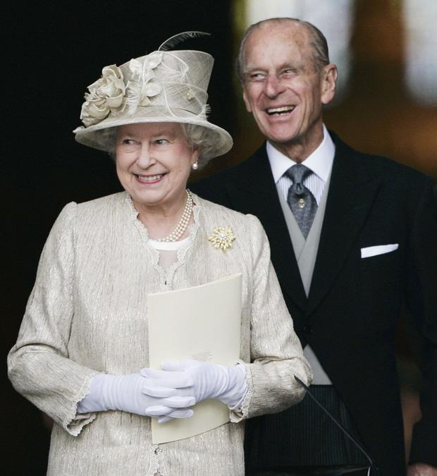 Cuộc hôn nhân đáng ngưỡng mộ giữa Nữ hoàng Anh với Hoàng tế Phillip và cách mà họ đã giữ lửa tình yêu suốt hơn 70 năm qua - Ảnh 2.