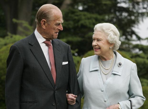 Cuộc hôn nhân đáng ngưỡng mộ giữa Nữ hoàng Anh với Hoàng tế Phillip và cách mà họ đã giữ lửa tình yêu suốt hơn 70 năm qua - Ảnh 3.