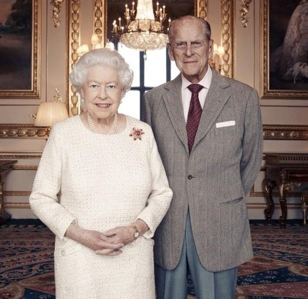 Cuộc hôn nhân đáng ngưỡng mộ giữa Nữ hoàng Anh với Hoàng tế Phillip và cách mà họ đã giữ lửa tình yêu suốt hơn 70 năm qua - Ảnh 4.