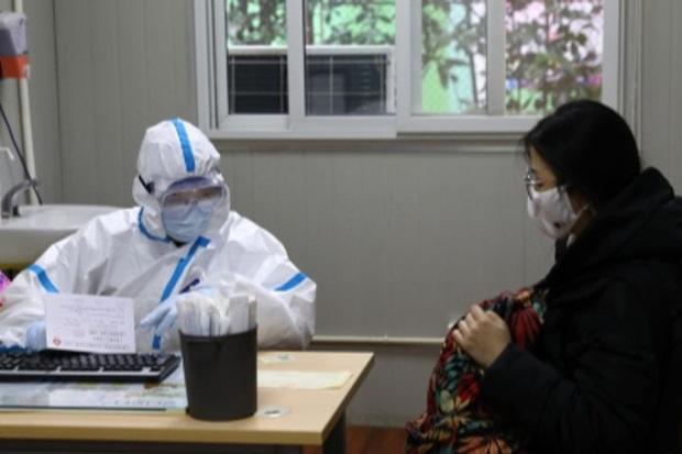 Một em bé 7 tháng tuổi ở Thượng Hải là bệnh nhân nhỏ tuổi nhất bị nhiễm virus corona Vũ Hán - Ảnh 1.