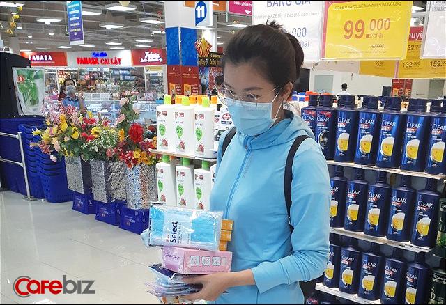 """Tâm sự của đại gia sở hữu hơn 800 siêu thị tại Việt Nam: Trước kia mỗi siêu thị ngày bán được 10 hộp khẩu trang, chỉ 5 ngày qua """"bán hết vèo"""" hơn 3 triệu cái nhưng chúng tôi cam kết không tăng giá - Ảnh 1."""