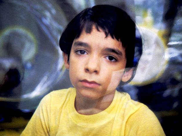 Cậu bé bong bóng: Suốt 12 năm sống tách biệt trong không gian vô trùng, đến phút cuối mới được chạm vào mẹ rồi qua đời - Ảnh 10.