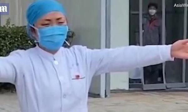Xúc động nữ y tá Trung Quốc mùa dịch corona: Không ăn uống, nhịn vệ sinh suốt 12 tiếng, làm việc quên cả sinh nhật mình - Ảnh 3.