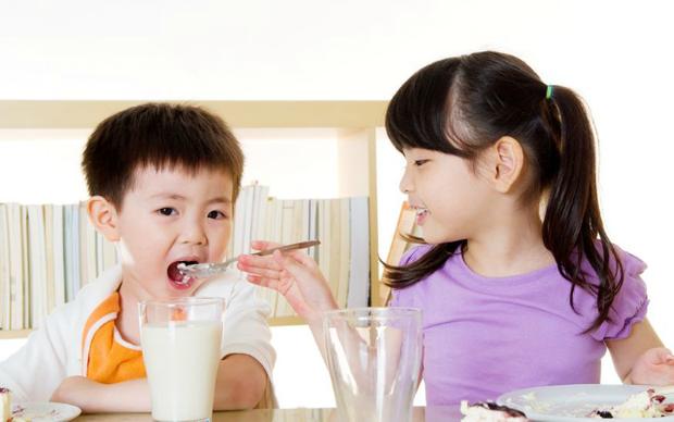 Chế độ dinh dưỡng cho trẻ nhỏ giúp tăng cường sức đề kháng, đề phòng lây nhiễm virus Corona - Ảnh 3.