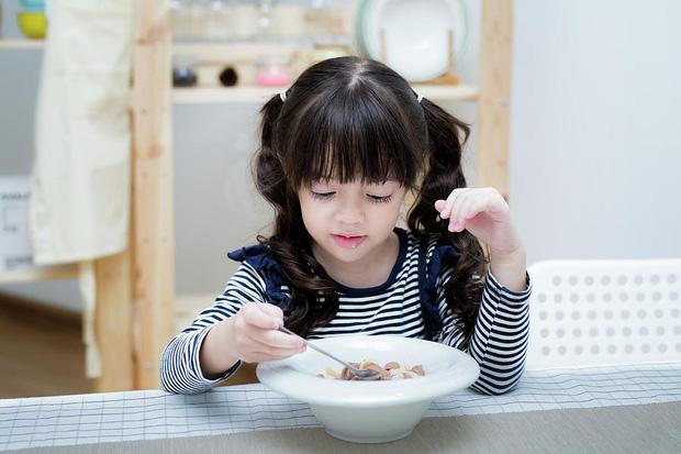 Chế độ dinh dưỡng cho trẻ nhỏ giúp tăng cường sức đề kháng, đề phòng lây nhiễm virus Corona - Ảnh 5.