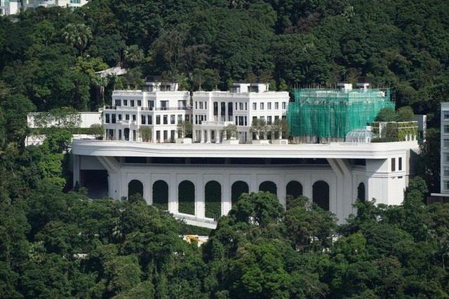 Chân dung người vượt mặt tỷ phú Lý Gia Thành, chiếm ngôi giàu nhất Hong Kong - Ảnh 1.