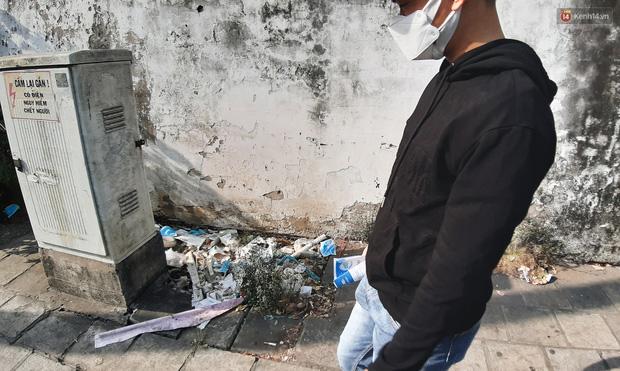 Khi người dân chen nhau mua bằng được khẩu trang để bảo vệ chính mình nhưng lại vứt tràn lan ra ngoài môi trường - Ảnh 11.