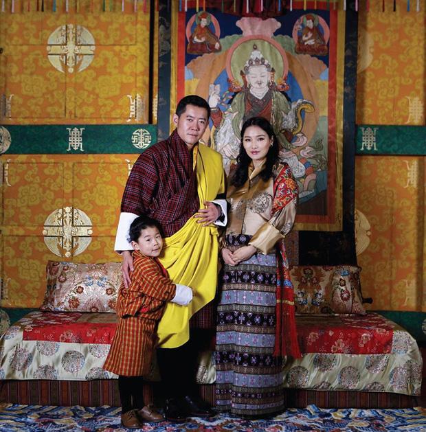 Hoàng hậu vạn người mê Bhutan hiếm hoi lộ ảnh mang bầu lần thứ 2, nhan sắc hiện tại khiến ai cũng bất ngờ - Ảnh 1.