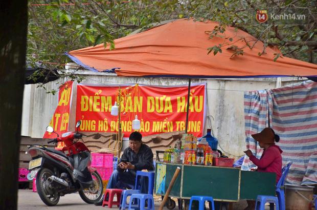 Sự thật sau tấm biển giải cứu khoai lang Gia Lai trên vỉa hè Hà Nội: Người bán thừa nhận lấy hàng từ chợ đầu mối để kiếm lời - Ảnh 4.