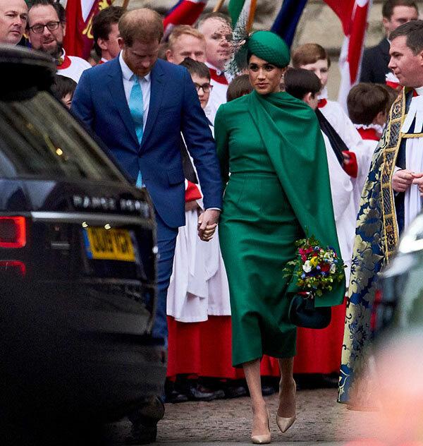 Meghan Markle vẫy chào tạm biệt hoàng gia trong khi Harry gần như suy sụp, vài giờ sau Công nương Kate xuất hiện tỏa sáng trong sự kiện mới - Ảnh 1.