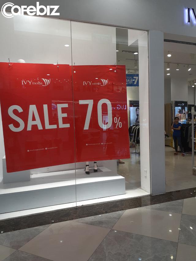 TPHCM: Các TTTM dần có khách trở lại dịp cuối tuần, nhiều mặt hàng sale đến 70% - Ảnh 8.