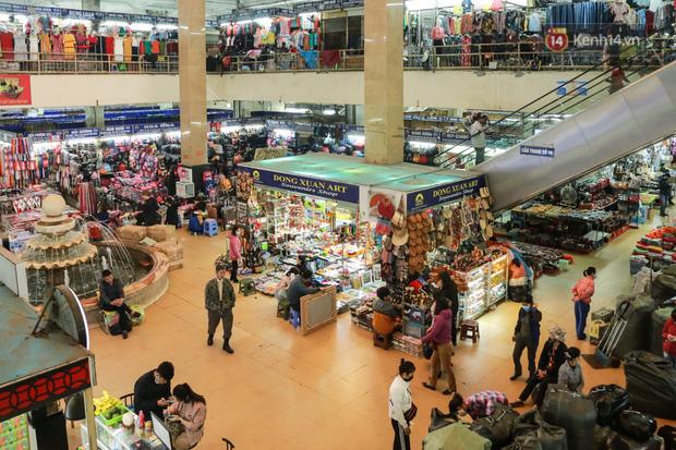 Ảnh: Cảnh tượng đìu hiu tại khu chợ lớn nhất Hà Nội trong mùa dịch Covid-19 - Ảnh 1.