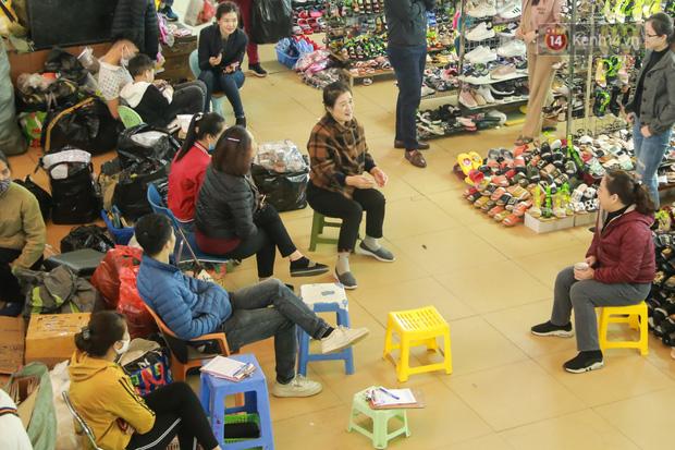 Ảnh: Cảnh tượng đìu hiu tại khu chợ lớn nhất Hà Nội trong mùa dịch Covid-19 - Ảnh 2.