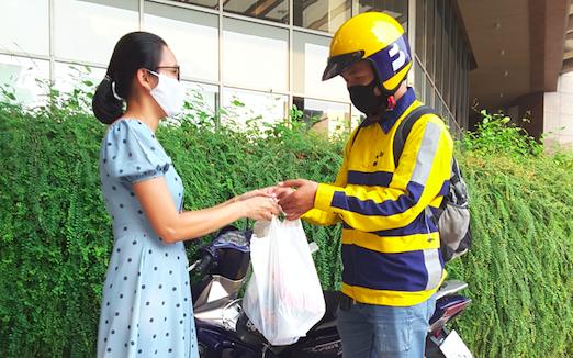 """Điểm sáng kinh doanh giữa dịch COVID-19: Các dịch vụ """"đi chợ online"""" bùng nổ"""