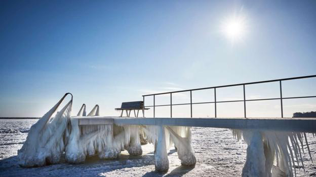 Bơi trong nước lạnh giữa mùa đông - bí quyết tưởng nguy hiểm nhưng giúp người Đan Mạch ngăn ngừa trầm cảm theo mùa, giúp tình đồng nghiệp thêm gắn bó - Ảnh 1.