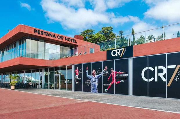 ĐỘC QUYỀN: Nhân viên của Ronaldo xác nhận KHÔNG CÓ CHUYỆN khách sạn CR7 được dùng làm bệnh viện phục vụ bệnh nhân nhiễm Covid-19 - Ảnh 4.