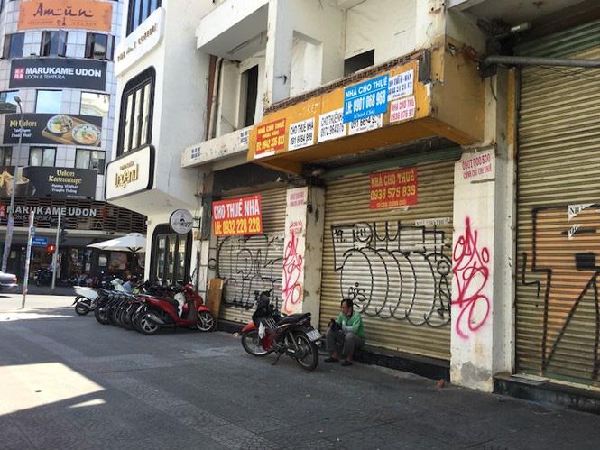 Mặt bằng tiền tỷ bỏ hoang ở Sài Gòn vì dịch Covid-19 - Ảnh 12.