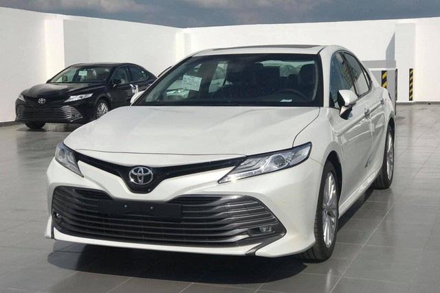 Toyota Camry giảm giá hàng chục triệu đồng tại đại lý trước sức ép của Mercedes-Benz C 180 và loạt sedan hạng D dồn dập khuyến mại - Ảnh 3.