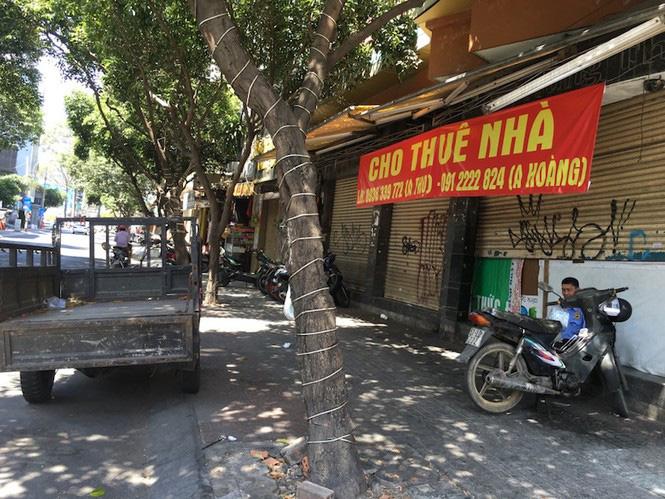 Mặt bằng tiền tỷ bỏ hoang ở Sài Gòn vì dịch Covid-19 - Ảnh 7.