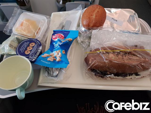 Câu chuyện của hành khách trên chuyến bay cuối cùng rời khỏi châu Âu: Điều quan trọng nhất không phải là bị nhiễm Covid-19 hay không, mà là có về được Việt Nam hay không! - Ảnh 2.