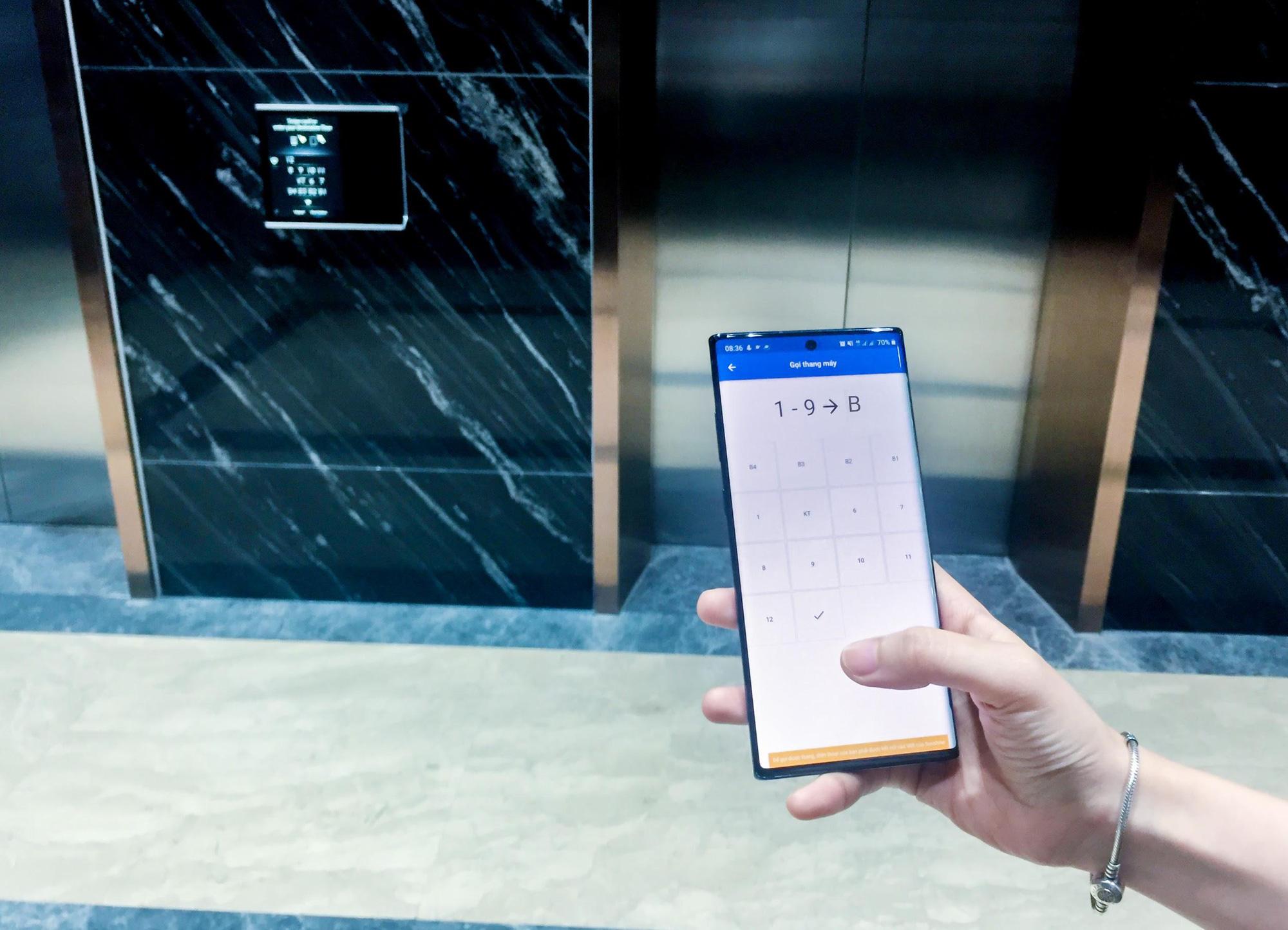 Gọi thang máy qua điện thoại, đo thân nhiệt tự động bằng tia hồng ngoại, bán hàng trên App...Tập đoàn BĐS lớn này đang sử dụng Lá chắn công nghệ bảo vệ khách hàng giữa dịch Covid-19  - Ảnh 3.