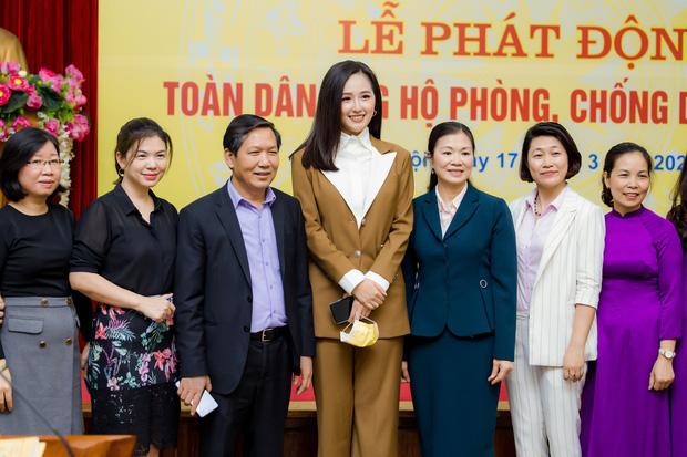 Mai Phương Thuý đại diện ủng hộ 20 tỷ đồng cho công tác phòng chống dịch Covid-19 - Ảnh 5.