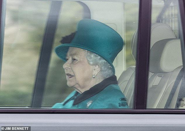 Hoàng gia công bố lịch trình bất thường của Nữ hoàng Anh khi dịch Covid-19 diễn biến phức tạp còn nhà Meghan Markle đang cảm thấy thở phào nhẹ nhõm - Ảnh 1.