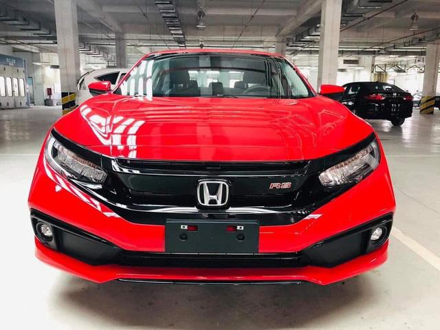 Giá Honda Civic tại đại lý chạm đáy mới, lần đầu giảm kỷ lục 120 triệu đồng - Ảnh 1.