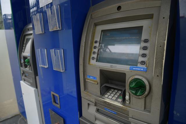 Trang bị nước rửa tay sát khuẩn cho cây ATM phòng dịch Covid - 19 - Ảnh 5.