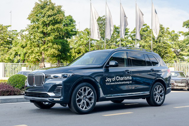 BMW X7 giảm giá kỷ lục 350 triệu đồng trong cuộc đua khốc liệt với Mercedes-Benz GLS tại Việt Nam - Ảnh 1.