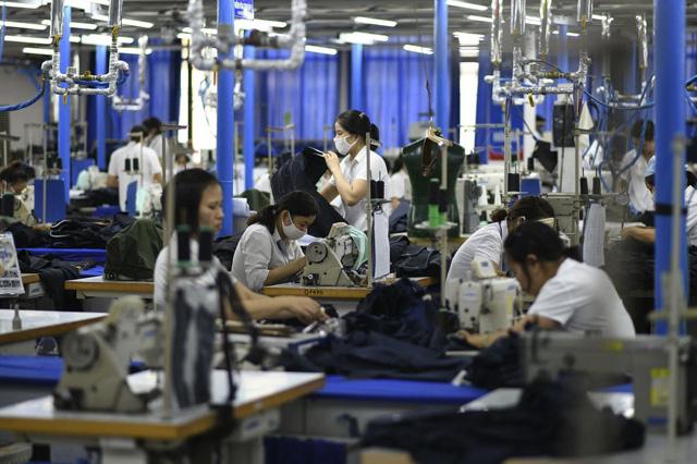 Hiệp hội Dệt may VN: Đơn hàng giảm nhưng không có chuyện đóng cửa thị trường Mỹ, EU - Ảnh 1.