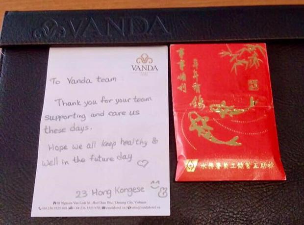 Du khách nước ngoài vui mừng rời khu cách ly ở Đà Nẵng: Cảm ơn các bạn, chúng tôi sẽ quay lại vào một ngày thuận lợi hơn - Ảnh 13.