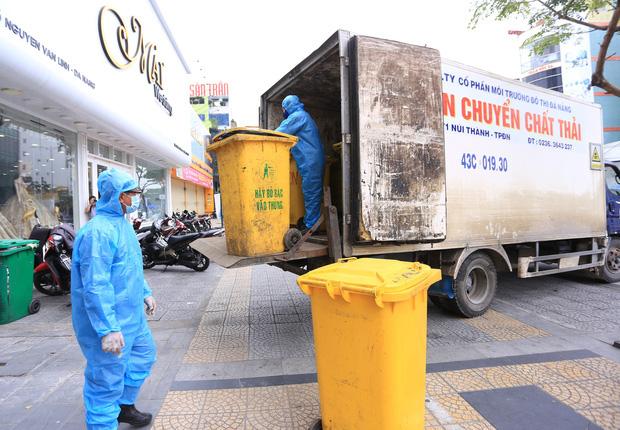 Du khách nước ngoài vui mừng rời khu cách ly ở Đà Nẵng: Cảm ơn các bạn, chúng tôi sẽ quay lại vào một ngày thuận lợi hơn - Ảnh 15.
